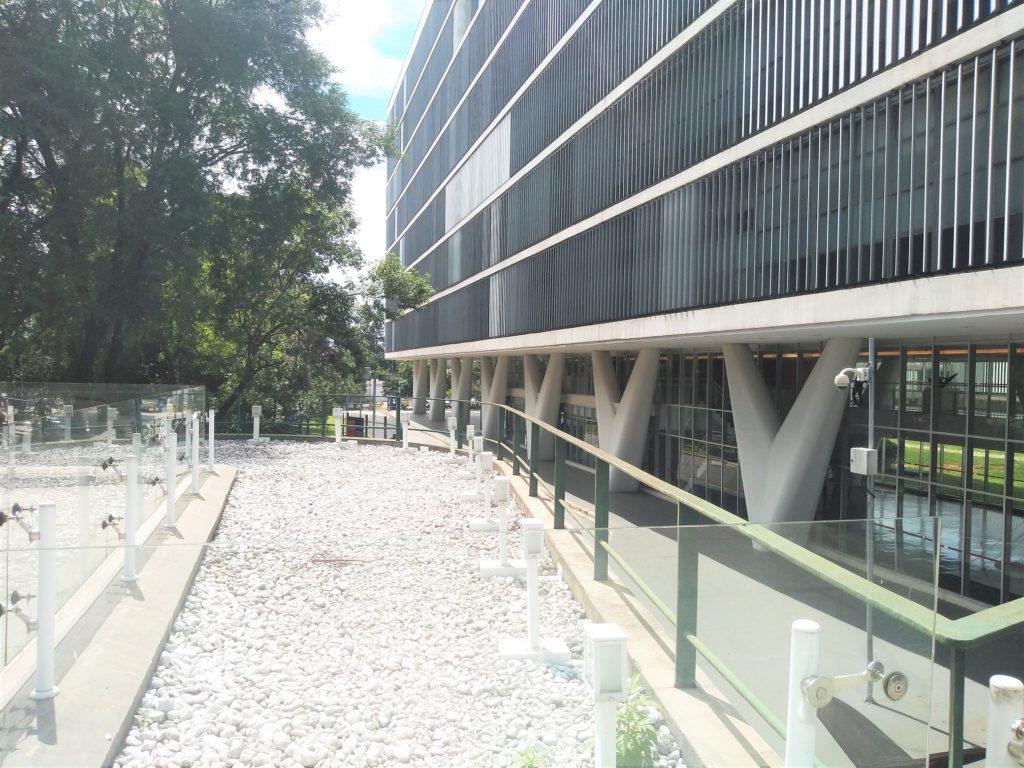 Vista desde la terraza del M.A.C. Museo de Arte Contemporaneo en sao paulo