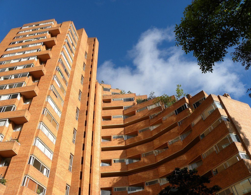 Torres del parque Rogelio Salmona  guía de viajes de arquitectura en bogotá